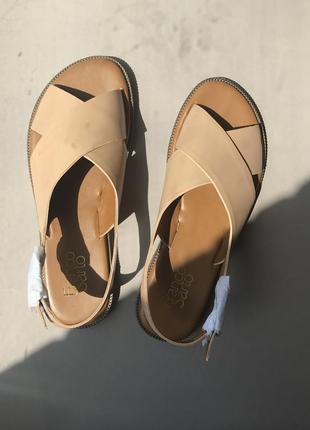 Базовые бежевые босоножки-сандали franco sarto