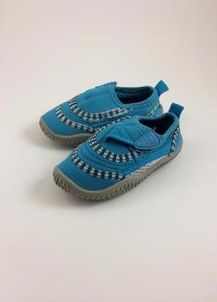 Взуття для плавання reima