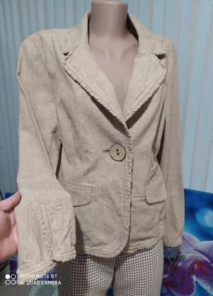 Классный бежевый льняной пиджак жакет с рюшей и большой пуговкой