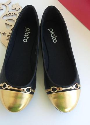 Балетки черные с золотистым носочком от plato 37-го- 40-го размеров. распродажа !