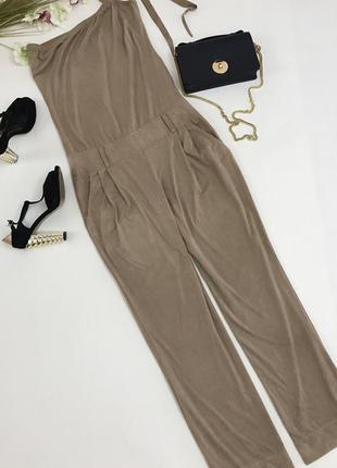 Крисенный комбинезон из искуственной нежной замши. капучинового цвета,с широкими брюками.
