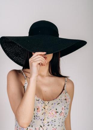 Шляпа черная широкополая плетеная