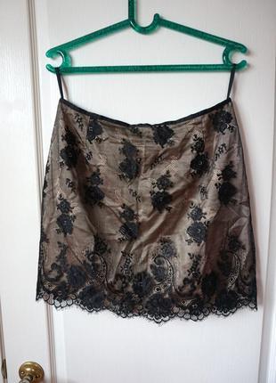 Шикарная юбка в бельевом стиле с черным кружевом