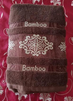 Махровое полотенце.