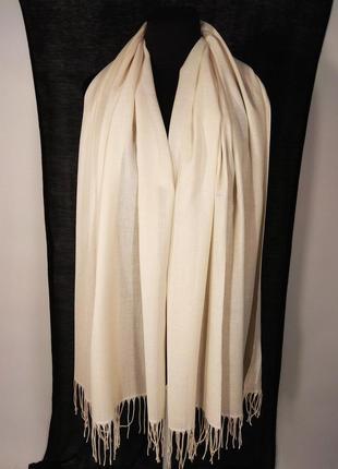 Бежевый, цвета топлёного молока шарф палантин летний тонкий легкий пастельный однотонный