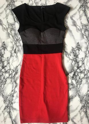 Платье с красным низом по фигуре