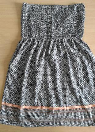 Легенькое хлопковое платье без бретелей с абстрактным принтом, принтом-вышиванка