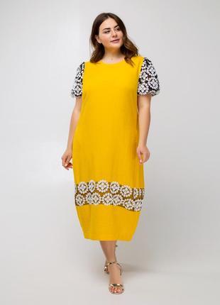 Свободное длинное желтое батальное платье миди с белой вышивкой зауженное к низу