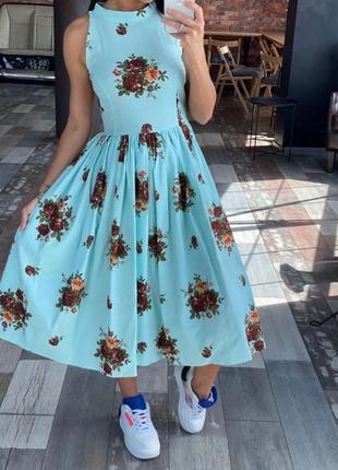 Льняное платье с цветочным принтом и открытой спиной