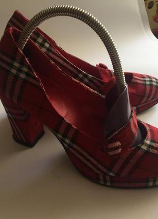 Туфли текстильные в клетку. размер 35, стелька 23 см. высота каблука 8,5 см.