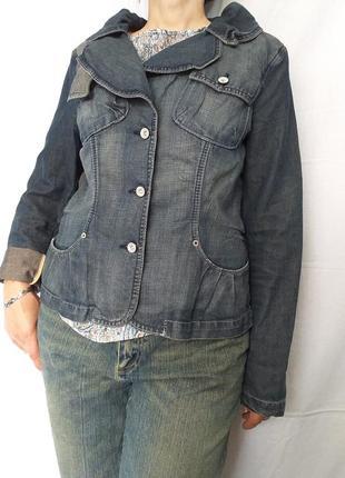 Оригинальная, джинсовая, куртка.
