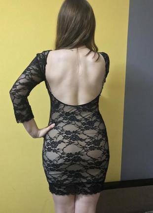 Соблазнительное мини платье с открытой спинкой