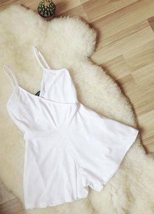 Ромпер в білому кольорі