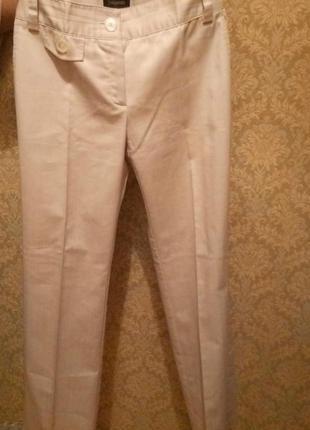 Классические бежевые брюки с стрелами