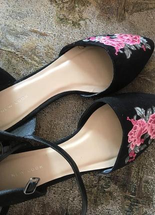 Туфли  с цветочками мюли , босоножки