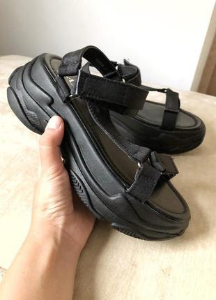 Спортивные босоножки сандали на танкетке