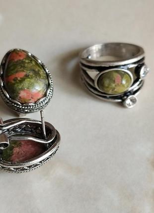 Кольцо и серьги с камнем унакита.