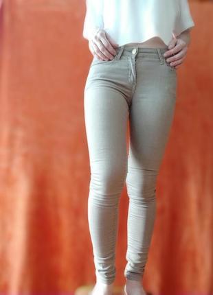 Коричневые джинсы скинни