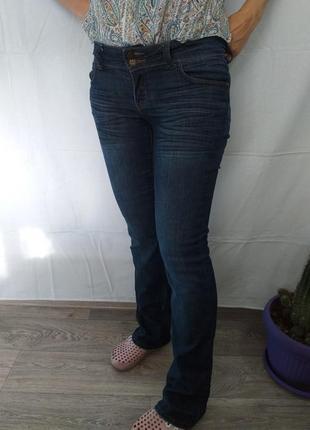 Стрейчевые, джинсы.