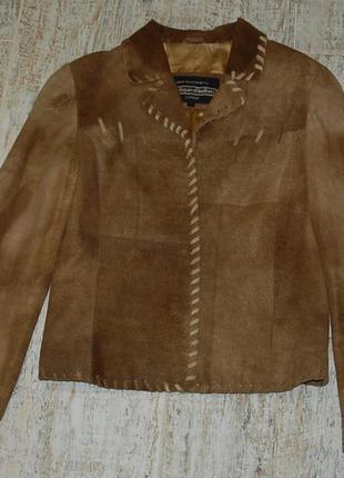 Красивенький кожаный пиджачок