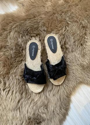 Тапки,  шльопанці, літнє взуття