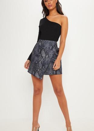 Очень крутая юбка со змеинным принтом