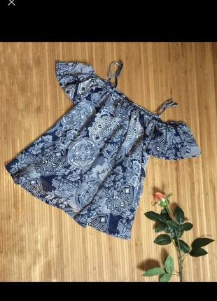 Блуза топ майка с воланом рюшей с открытыми плечами шифоновая со спущенными плечами