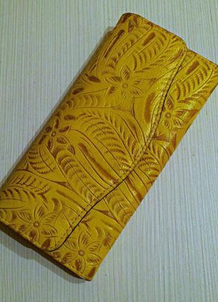 Женский кошелёк с узорами