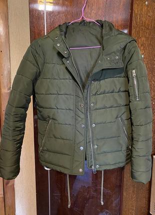 Куртка короткая тёплая с капюшоном