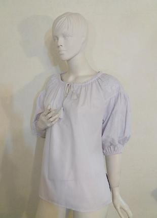 Блуза однотонная с вышивкой крестиком