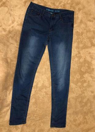Темно-синие женские джинсы