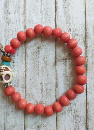 Стильный браслет с черепом красный