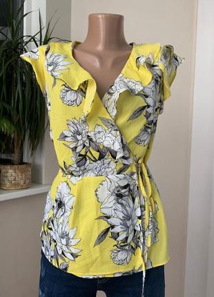 Жёлтая блуза на запах