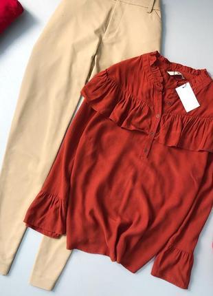 Стильная блузка с оборками tu