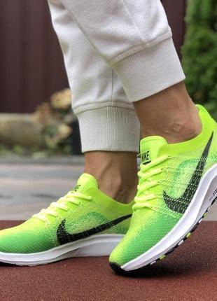 Очень стильные и яркие кроссовки