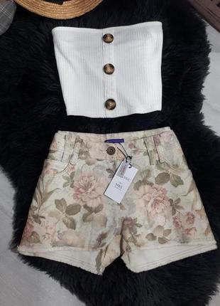 Rороткие джинсовые шорты в цветочный принт/бежевые шорты.цветочный винтажный принт