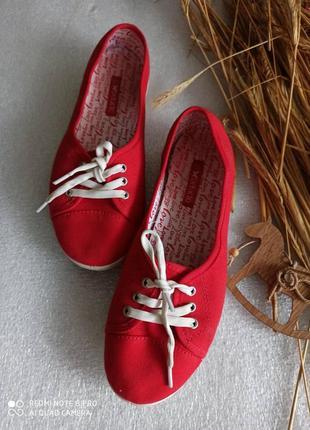 Крутые красные кеди с натуральной ткани размер 39,