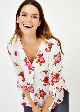 Женственная блуза с цветочным принтом цвета слоновой кости р.18