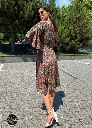 Платье миди с цветочным принтом зеленый5 фото