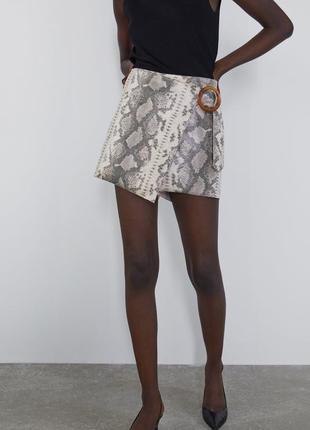 Очень стильные шорты из искусственной кожи в змеиный принт