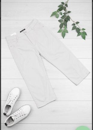 Стильные серые джинсовые шорты бриджи капри