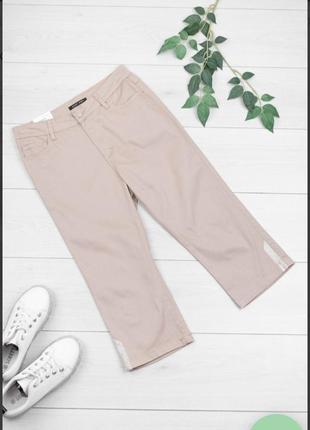Стильные бежевые джинсовые шорты бриджи капри со стразами