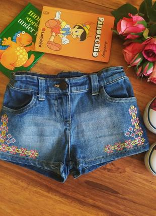 Модные джинсовые шорты с вышивкой nutmeg на 6-7 лет.