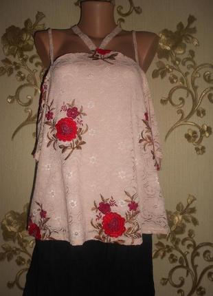 Кружевная блуза в вышитые цветы, с открытыми плечами - 50 р