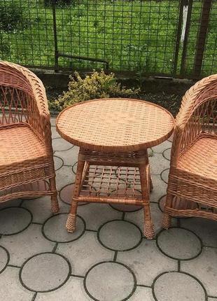 Стіл та стільці