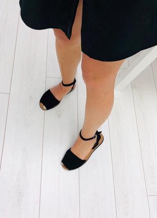 Чёрные сандали. женские босоножки на низком ходу