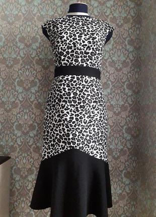 Стильное платье с анималистическим принтом