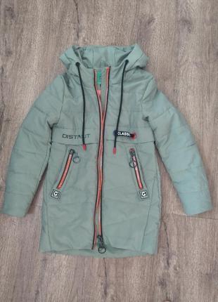 Курточка демисезонная на девочку 128-130 р