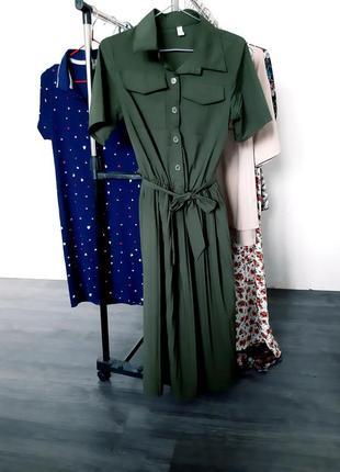 Платье с воротником и плиссировкой цвета хаки