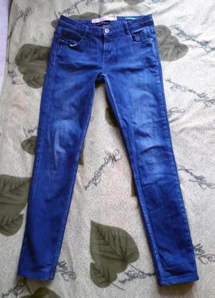 Крутые темно-синие джинсы zara